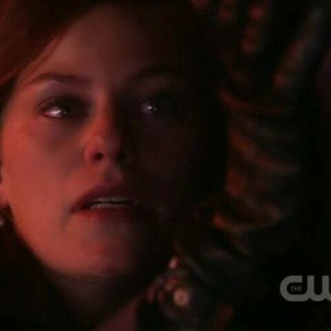 Tess dies in Lex's arms.