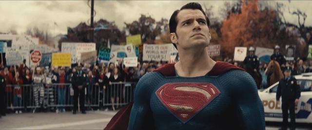 File:Batman v Superman 03.png