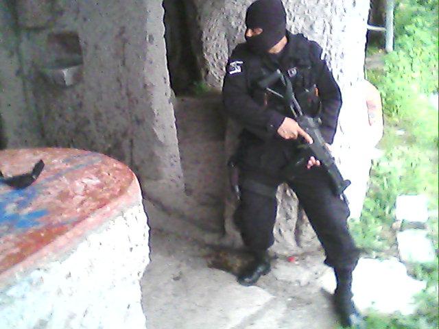 File:UTO...policia el salvador.jpg
