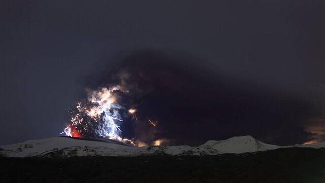 File:Ss-100419-volcano-lightning-06 ss full.jpg