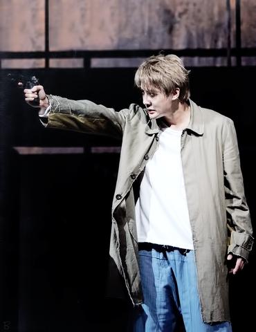 File:Musical Korean 2015 L with gun.png