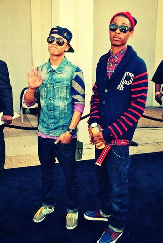 File:Boys-dope-fashion-glasses-guys-with-swag-Favim com-329764 large.jpg