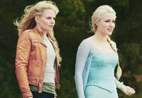 Emma-and-Elsa-in-Fall-once-upon-a-time-37836328-500-345