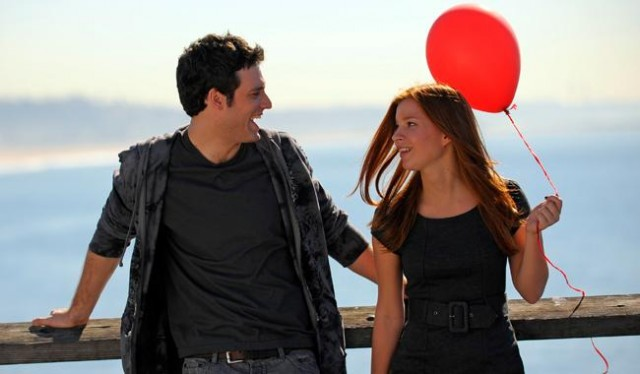 File:Ellie-craig-redballoon.jpg