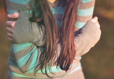 File:Alone-girl-hair-sad-Favim com-427203.jpg