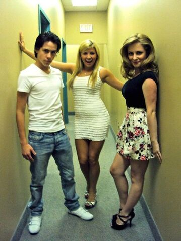 File:Munro, jessica and charlotte.jpg