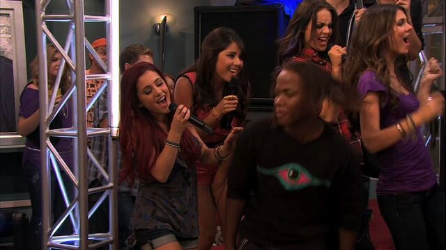 File:ICarly-4x10-iParty-with-Victorious-ariana-grande-23005675-1280-720.jpg
