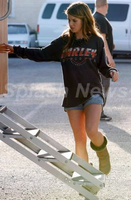 File:Shenae Grimes Metallic UGGs UGG Boots Shorts 001.jpg