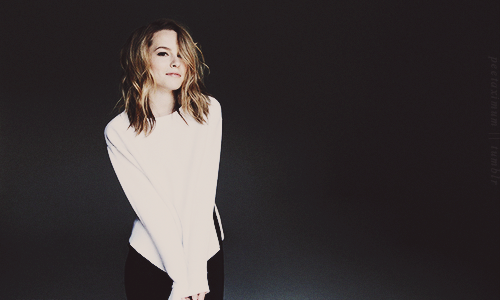 File:Bridgit Mendler - Queen.png