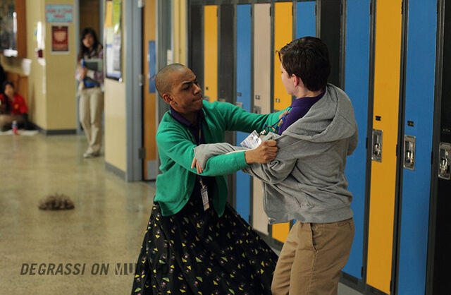 File:Degrassi-episode-1107-03.jpg