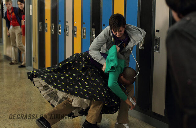 File:Degrassi-episode-1107-02.jpg