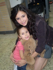 File:Isabella and her mommy.jpg