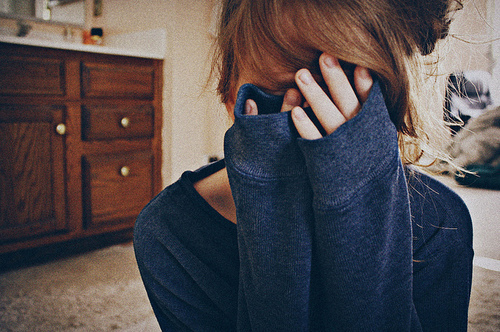 File:Girl-hide-love-scared-Favim com-136677.jpg