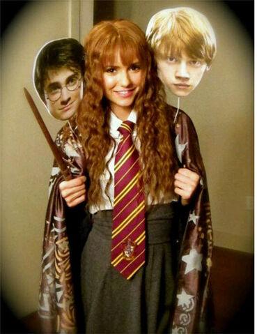 File:Nina dobrev hermione granger halloween.jpg