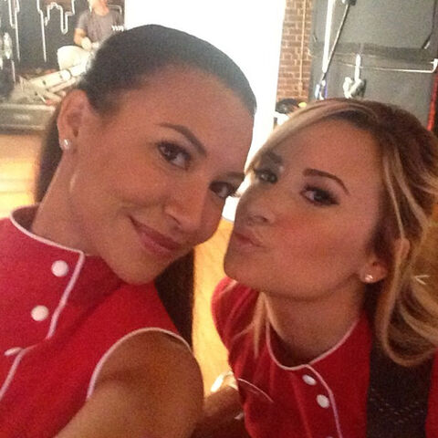 File:Naya Rivera Demi Lovato on Glee.jpg