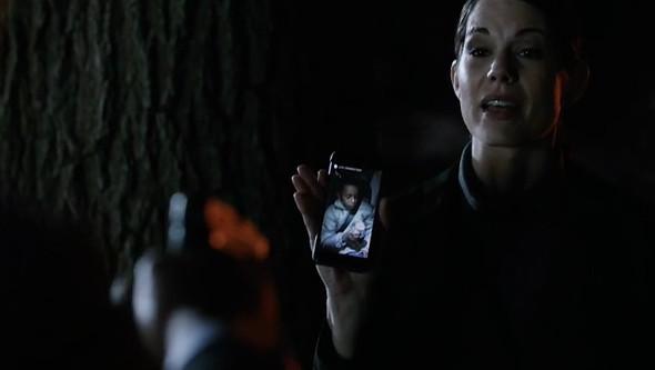 File:Brooke holds Luke hostage.jpeg