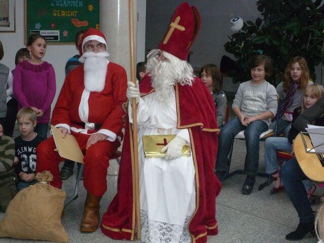 Datei:Nikolaus & Weihnachtsmann.jpg