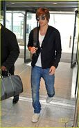 Zac-efron-leaves-london-02