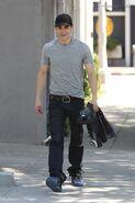 Paul-wesley-diesel-jeans-shopping-photos-05142010-02