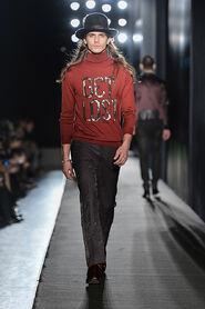 FW13-Milan-Mens-Black-Gold-catwalk-09