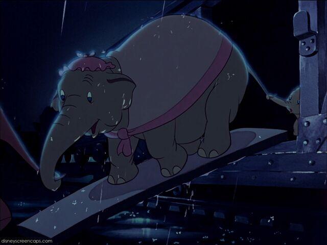 File:Dumbo-disneyscreencaps com-1187.jpg
