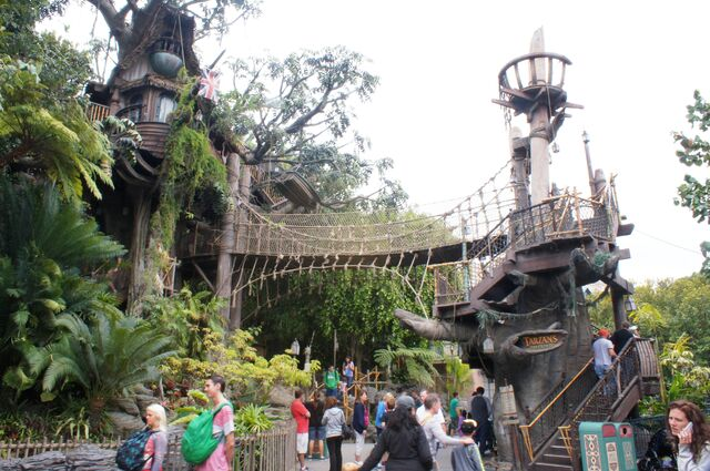 File:Tarzan's Treehouse at Disneyland Anaheim.jpg