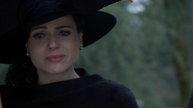 File:Once Upon a Time - 5x21 - Last Rites - Grieving Regina.jpg
