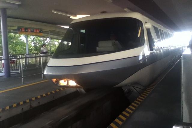 File:Disneyworld monorail.png