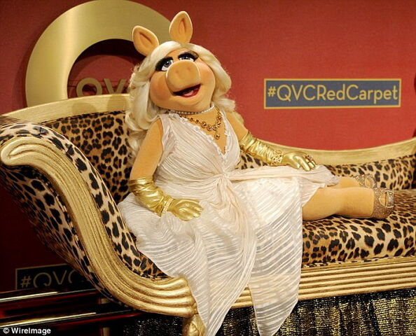 File:Piggy qvc 1.jpg