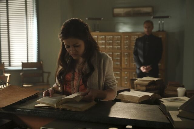 File:Once Upon a Time - 6x09 - Changelings - Photography - Belle 2.jpg