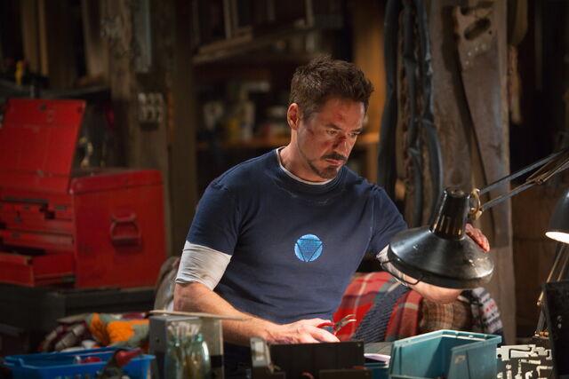 File:Tony Stark mechanic IM3.jpg