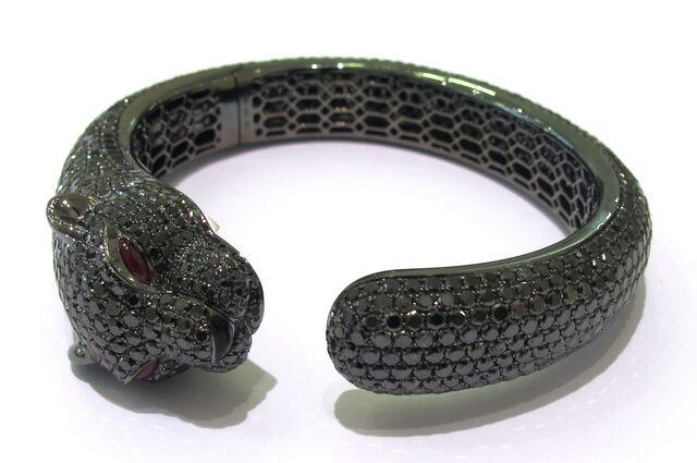 File:Beverly hills alan friedman bangle bracelet animal diamonds black panther.jpeg