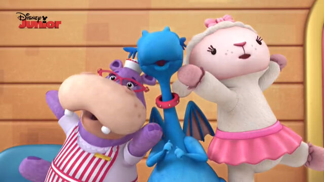 File:Stuffy, lambie and hallie singing4.jpg