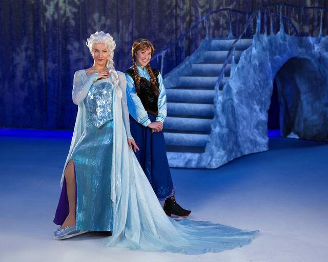 File:Anna and Elsa.jpg