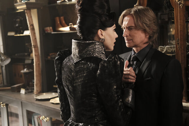 File:Once Upon a Time - 6x02 - A Bitter Draught - Photography - Evil Queen and Gold 3.jpg