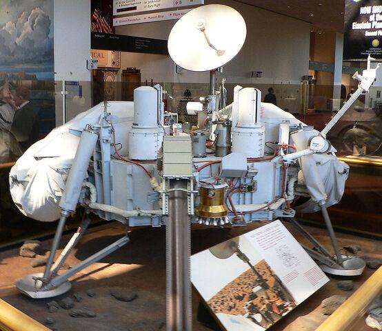 File:Viking lander model.jpg