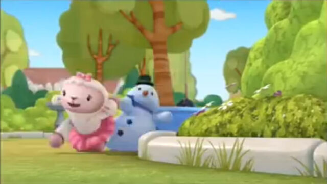 File:Lambie holding chilly's hand while walking on all fours.jpg