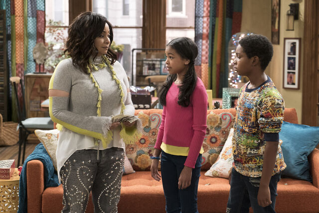 File:Raven's Home - 1x03 - The Baxters Get Bounced - Photography - Raven, Nia and Booker.jpg