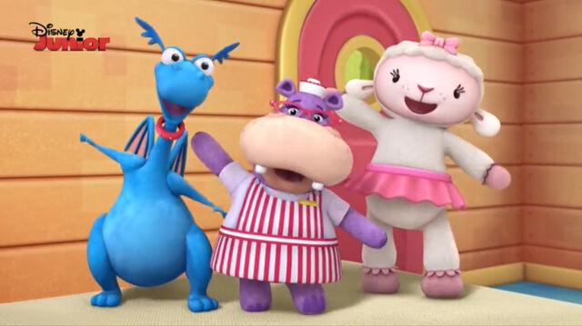 File:Stuffy, lambie and hallie singing3.jpg