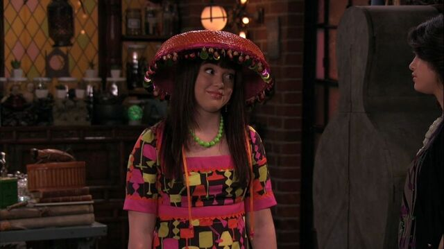 File:Wizards of Waverly Place - 3x26 - Moving On - Harper.jpg