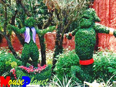 File:Topiary aladdin and genie.jpg