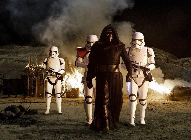 File:The Force Awakens EW 06.jpg