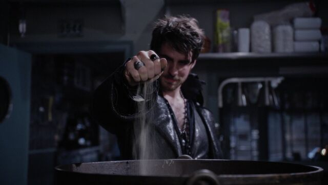 File:Once Upon a Time - 5x10 - Broken Heart - Heart Dust.jpg