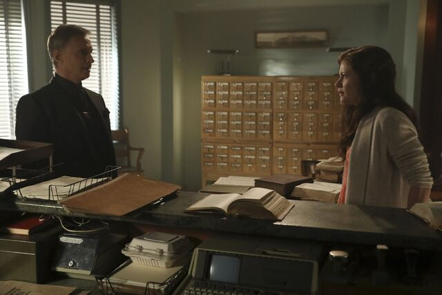 File:Once Upon a Time - 6x09 - Changelings - Photography - Gold and Belle.jpg