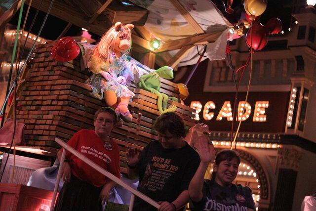 File:Disney'sHonoraryVoluntEarsCavalcade-WoodenFloatNight.jpg
