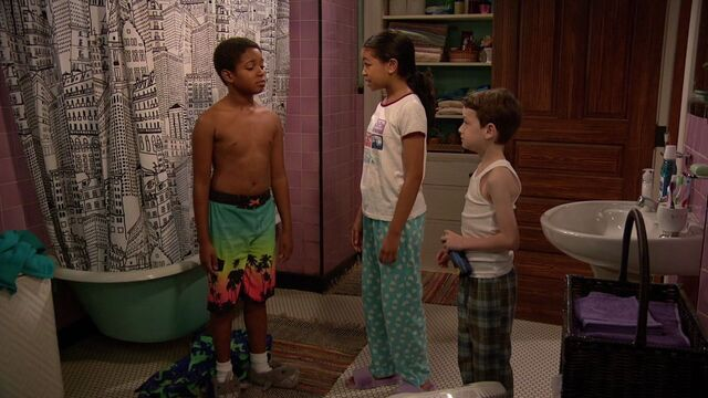 File:Raven's Home - 1x01 - Baxters Back! - Booker, Nia and Levi.jpg