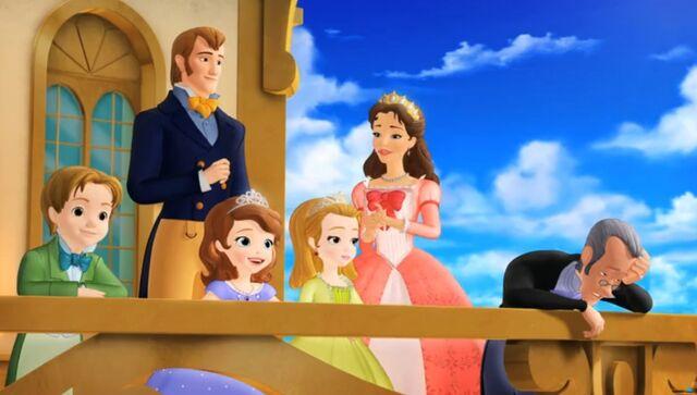 File:Sofia & royal family.jpg
