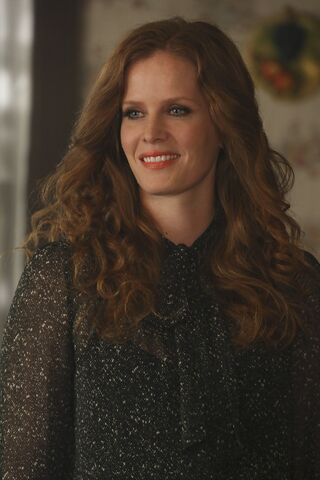 File:Once Upon a Time - 6x09 - Changelings - Photography - Zelena 3.jpg