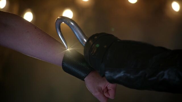 File:Once Upon a Time - 5x08 - Birth - Hook and Cuff.jpg