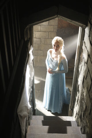 File:Queen Elsa Once Upon A Time3.jpg